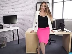 Stunning Assistant Sophia Delane Taunts Dudes With Her Sexy Bod