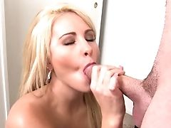 Blonde Jessica Nyx Gets Her Gullet Attacked By Fellow's Pulsating Cane