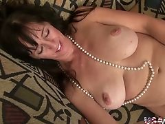 Usawives Hot Mummies Playing Their Raw Vags Alone