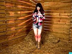 Country Doll Zoe Page Undressing On Camera Temptingly